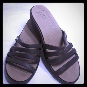 Crocs low wedge slip on sandals W8 in a dark gray